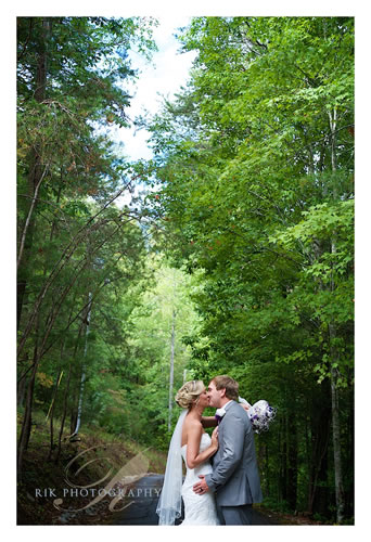Smoky Mountain Wedding Venue. BluffMountainInn.com Dovi.Avery (25)